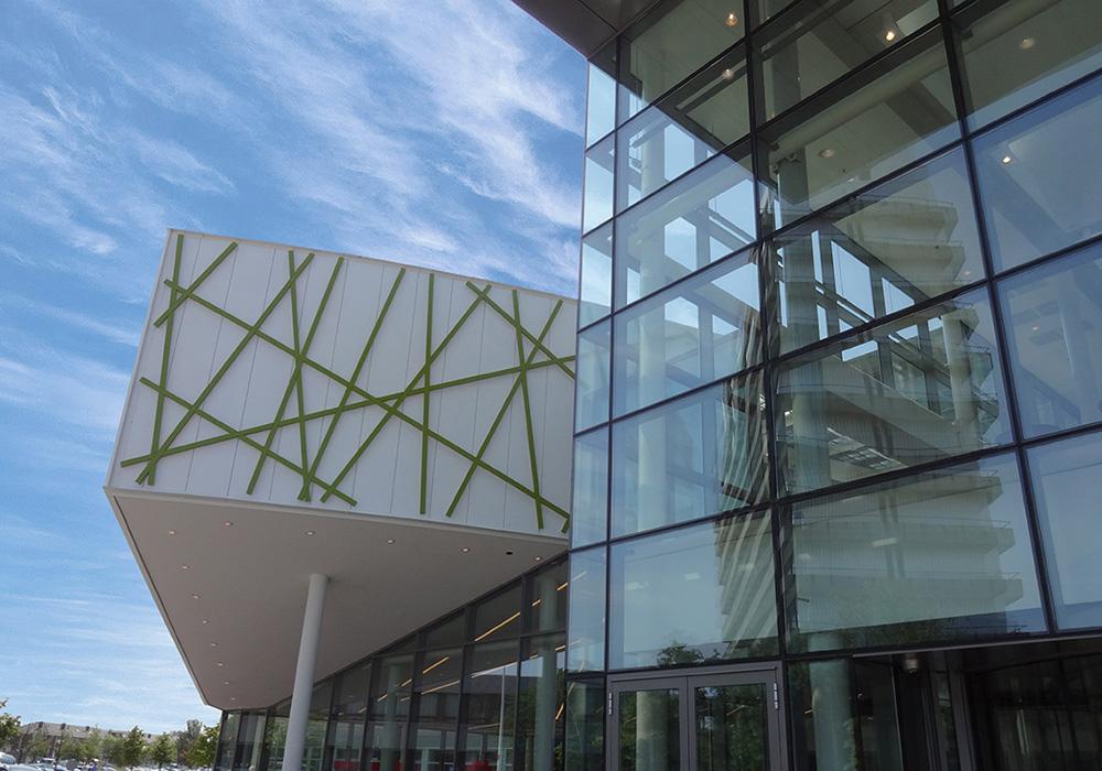 Auditorium en hoofdentree buitenzijde