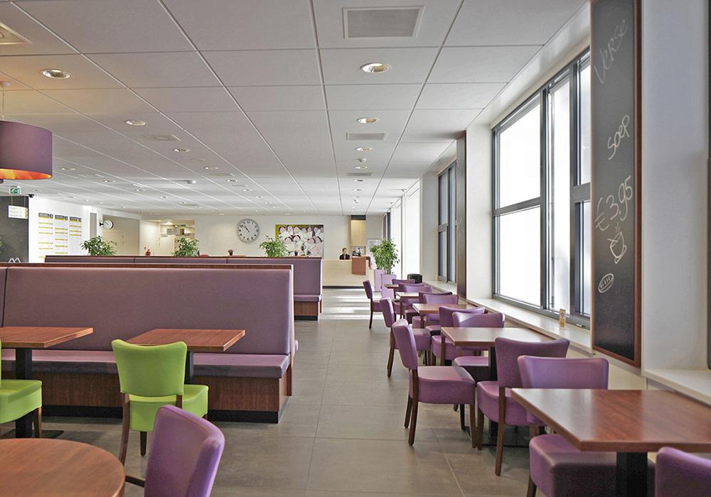 Foto interieur entreehal restaurant
