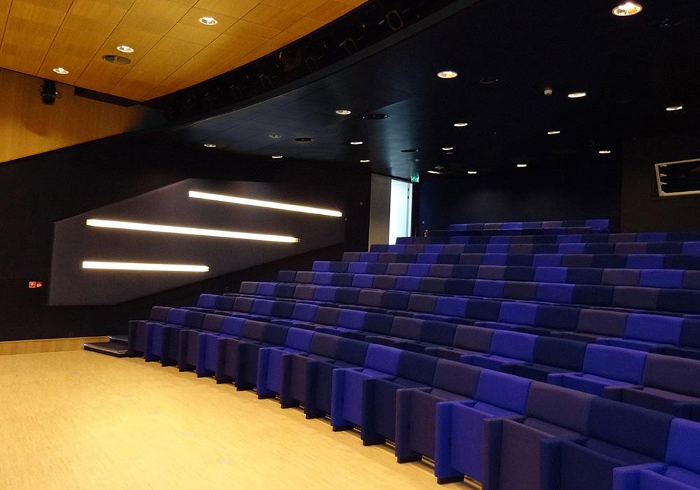 Interieur: auditorium beneden