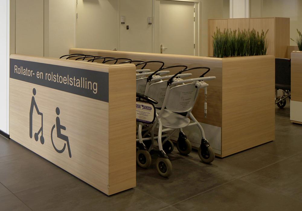 Foto stalling rolstoelen entreehal