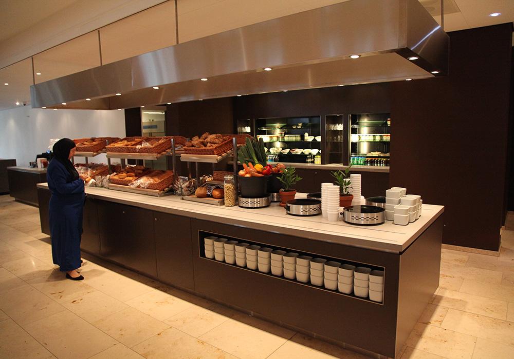 Interieur: restaurant uitgifte buffet